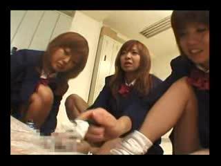 女子校生がシェービングクリームをたっぷり使って剃毛してくれた